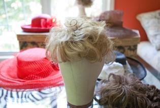072038_1221_12 أسباب تساقط الشعر عند الرجال والنساء