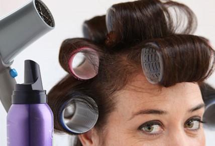 072038_1221_9 أسباب تساقط الشعر عند الرجال والنساء